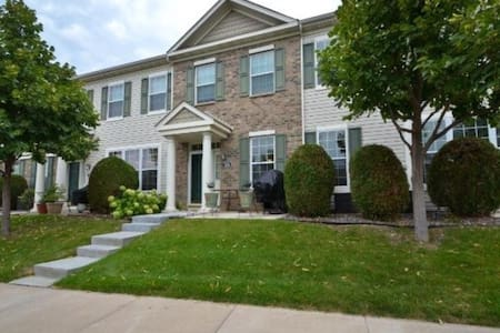 Town home close to Hazeltine! - Chaska - Rivitalo