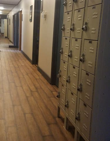 We have lockers available for any guests who want to store small items.