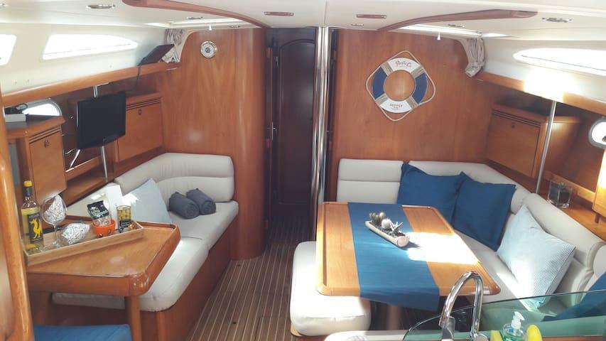 Amplio y confortable barco velero - Puerto Calero, Canarias, ES - Båt