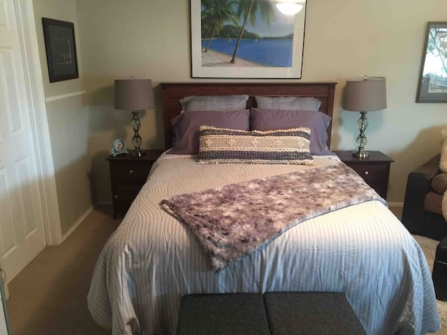 master bedroom with pvt entrance near oracle ndu