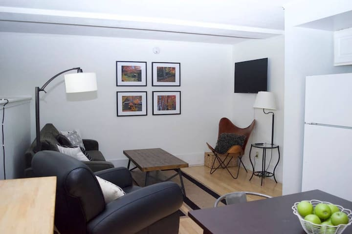 Stowe Village  1BR * A/C * Walk to Shops & Dining