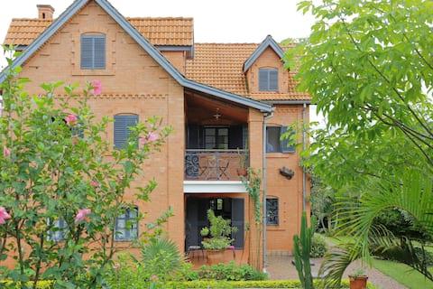 Deilig tradisjonell villa med basseng - Tana