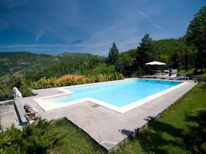 Villa with pool  in chianti Rufina area 13 sleeps