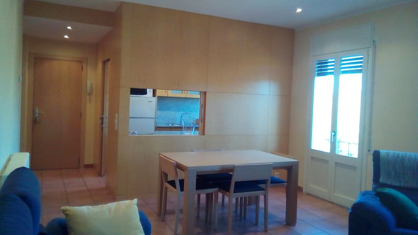 Nice apartment 3 single bedrooms in a family house