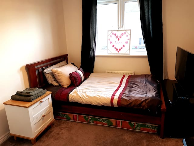 Small room near Edinburgh for business or leisure