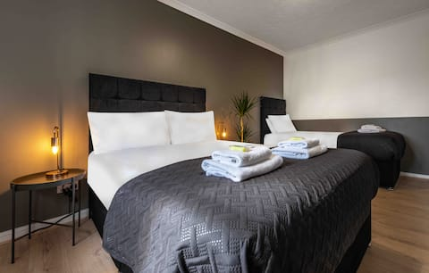 Uber Clean & Spacious, super 2 Bedroom Apartment!