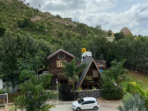 Sonam Retreat - A Majestic Mountain Pinewood Villa