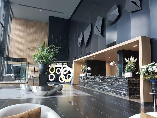 The Tempo Grand condo, 20 steps to BTS Wutthakart - Bangkok - Condominium