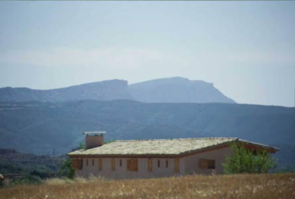Casa Bocalarroca con vistas al Montsec