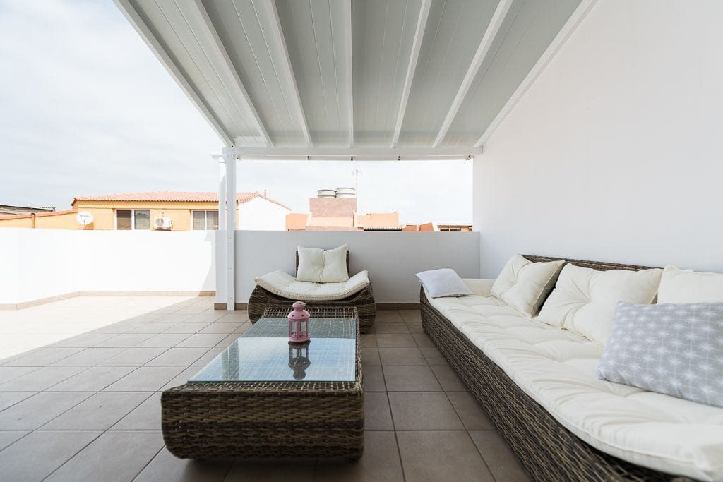 Your terrace with chilling area - Su terraza con zona de descanso.