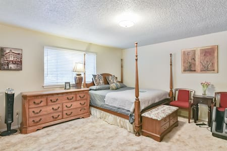 Super Cozy Kingset Room+attach full bath-DFW/ATT3