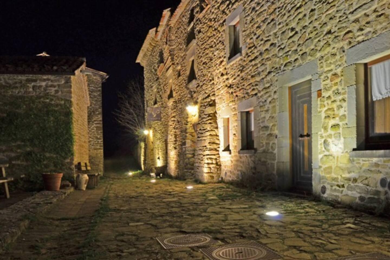 il borgo di Pietrarubbia Ingresso della locanda delle storie