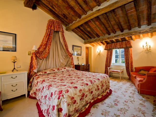 Double bedroom in Tuscan Farmhouse - Capannori - House