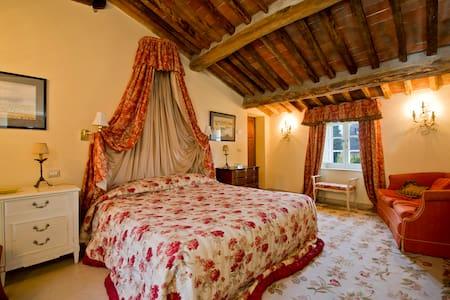 Double bedroom in Tuscan Farmhouse - Capannori