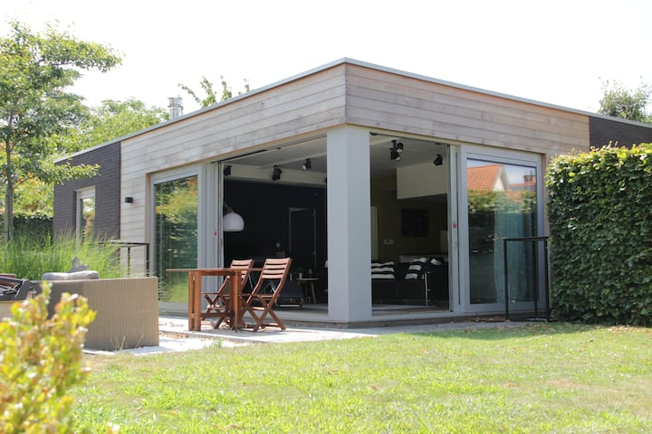 Modern gardenhouse (80m²) with terrace and garden