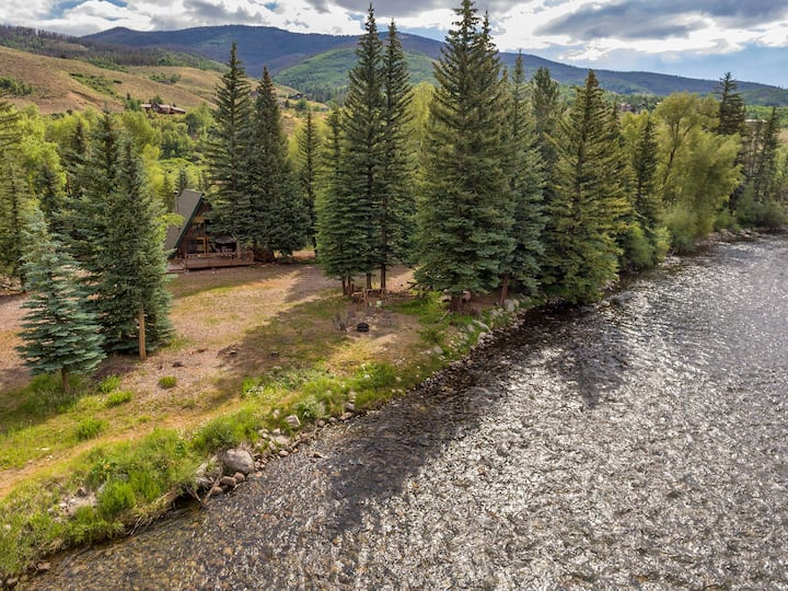 A-Frame Cabin On The Blue River, Big Deck, Fishing, Easy Drive to Activities