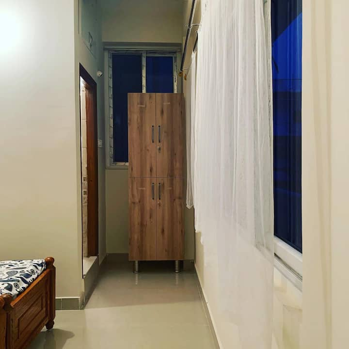 Bright Airy Private Room in a 2 BHK