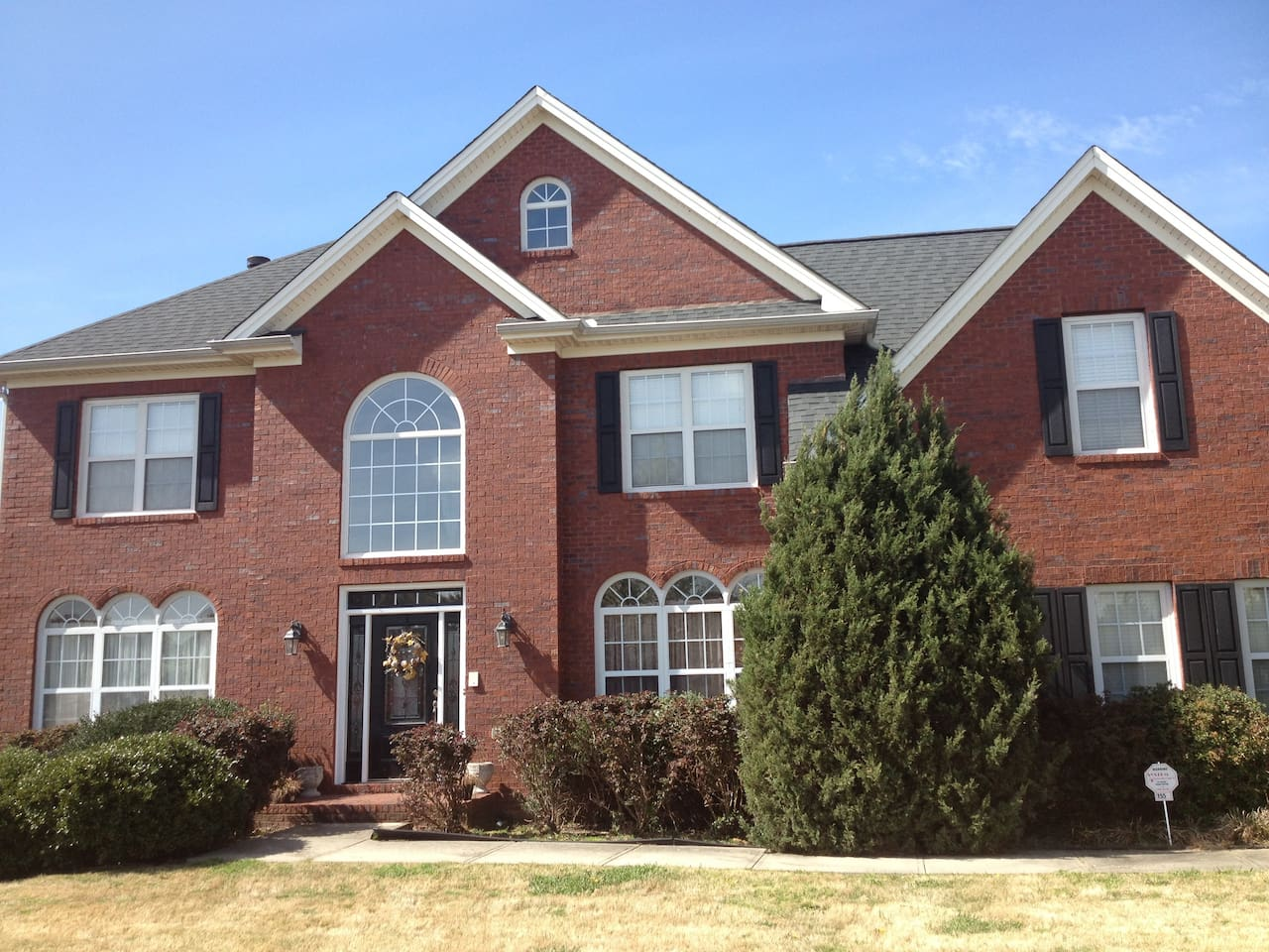 This is a beautiful spacious brick home located in a quiet suburban area of Fayetteville, Georiga.
