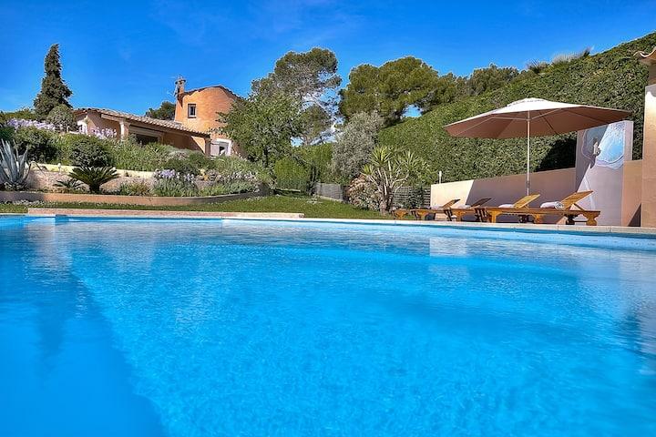 MOUGINS - Splendid villa in quiet and fancy place