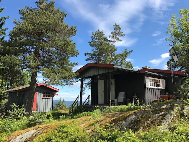 Usjenert hytte på Skrim