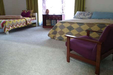 Great Location - Fresh, Spacious, Private - BIG - Muntinlupa - Bed & Breakfast