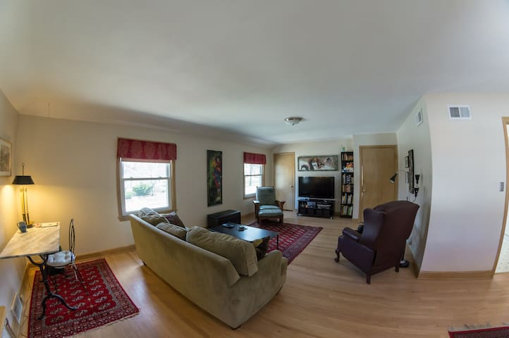 Wauwatosa East, 2BR, Minutes to DNC