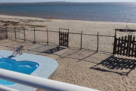 Villa 6 pers. pieds dans l eau avec piscine privée