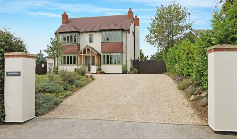 Gold Cup and Festival accommodation - Shurdington - Bed & Breakfast