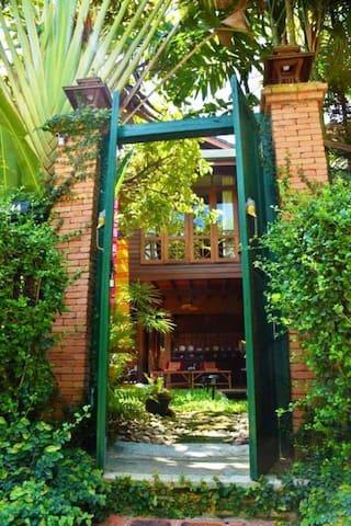柚木小屋院景