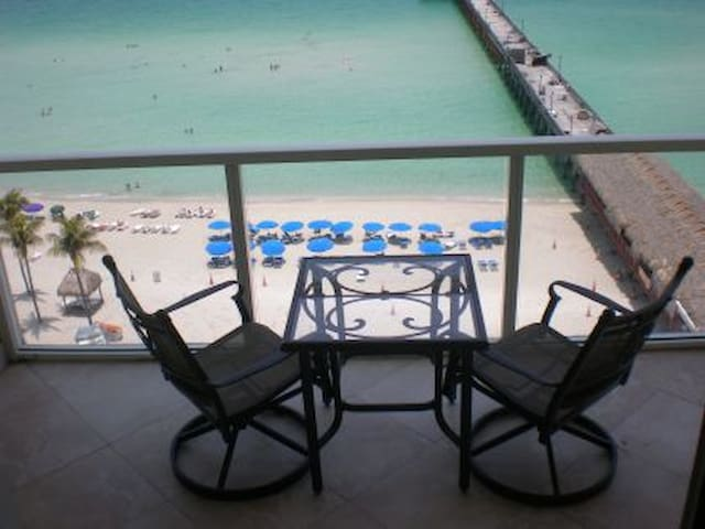 Steps to the Sand. Ocean Front apt. - Sunny Isles Beach - Lejlighed