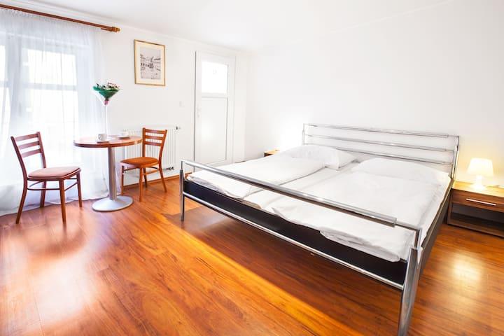 2 Zimmer mit Bad für 4 Personen - Praga - Apto. en complejo residencial