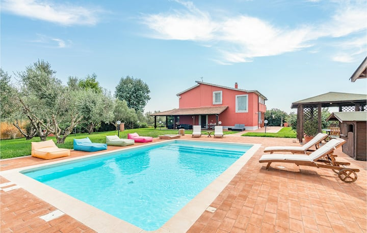 Stunning home in Montalto di Castro with Outdoor swimming pool and 4 Bedrooms