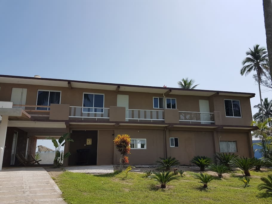 Villa rustica frente al mar y alberca villas for rent in for Villas rusticas
