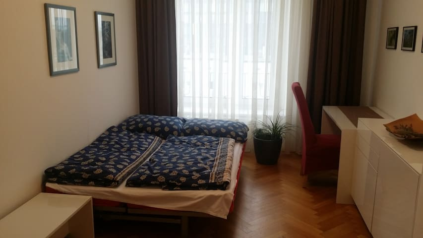 Nice room near the Train station - Linz