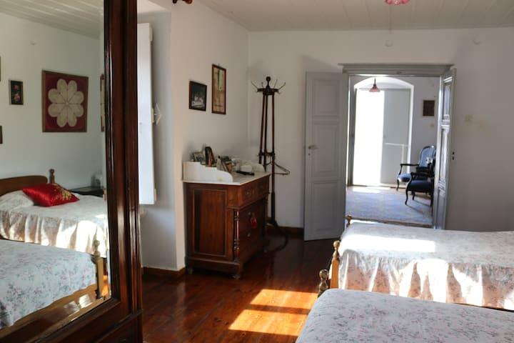 Christina's Stone House Mezzanine - Idra - Apartamento
