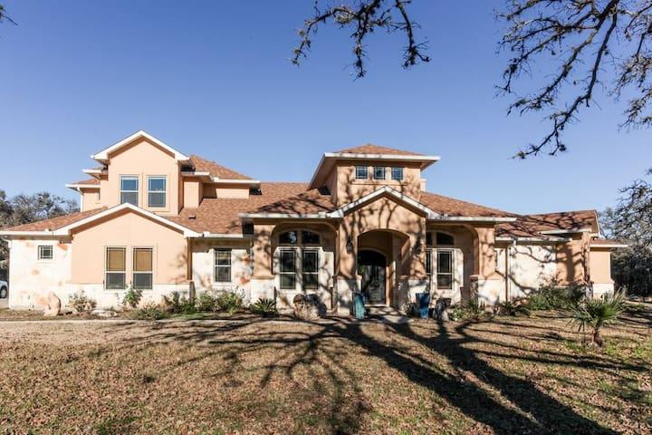Beautiful apartment on 5 acres near Texas capital