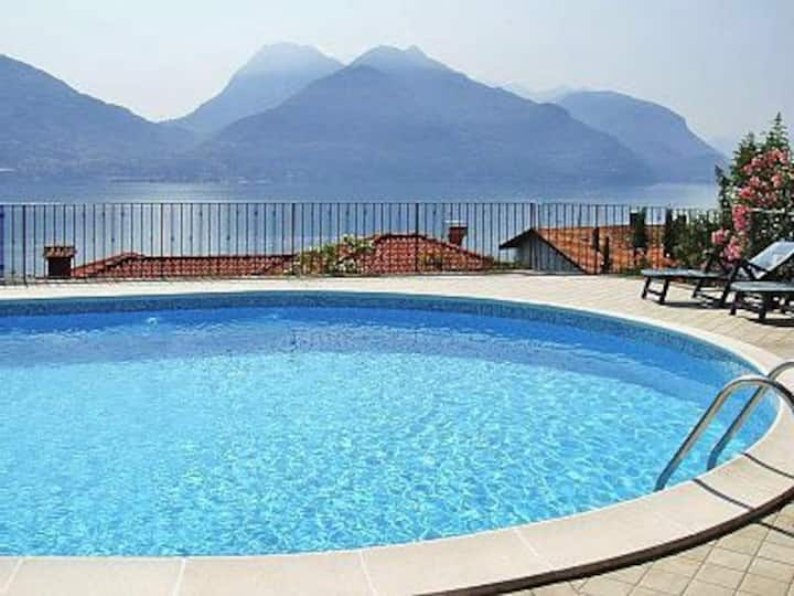 35 m2 guest suite, parking, pool, garden & wifi
