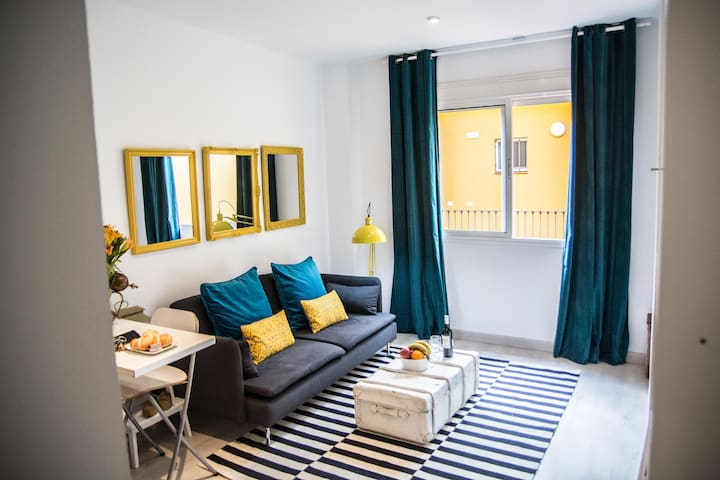 Cool, stylish studio in authentic Triana