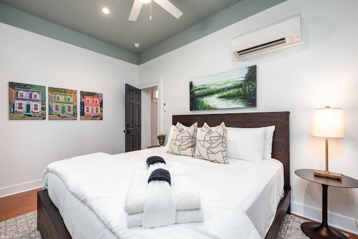 ★ The Inns at 40 Spring – Charming 1 BR / 1 BA ★