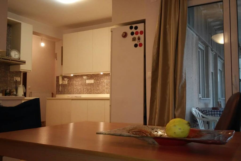 Open Zone - View to the kitchen from the dinning space