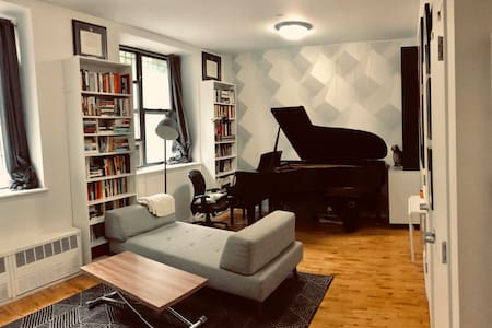 1 BR with Steinway Grand Piano