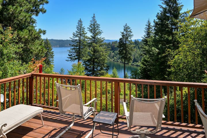 Cave Bay Retreat | Secondary Waterfront with Community Beach and Boat Slip