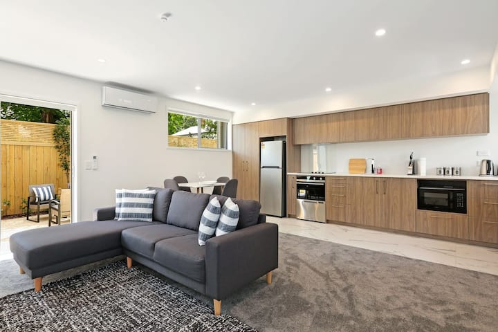 Pet-friendly Central Hideaway - Christchurch Holiday Home