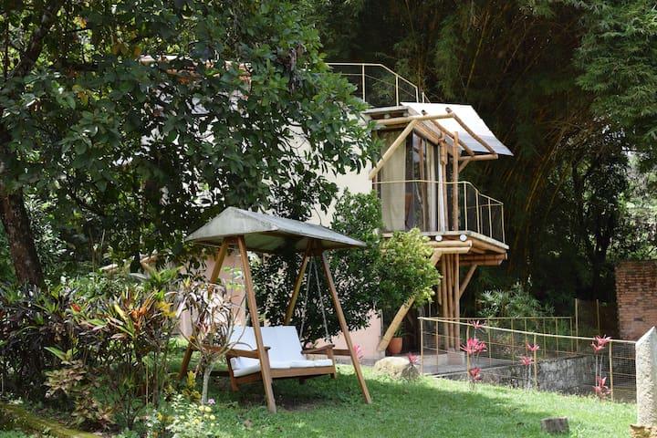 Cabaña Bambú, de 2 habitaciones,  balcón y terraza
