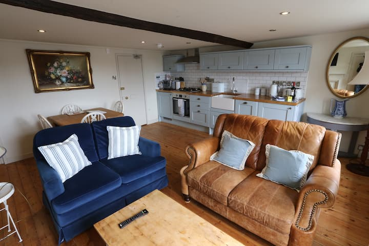 Lord Grey two bed apartment Lyme Regis parking