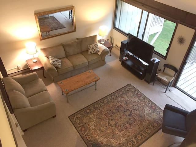 Cozy 3 bedroom condo at Sugarbush.