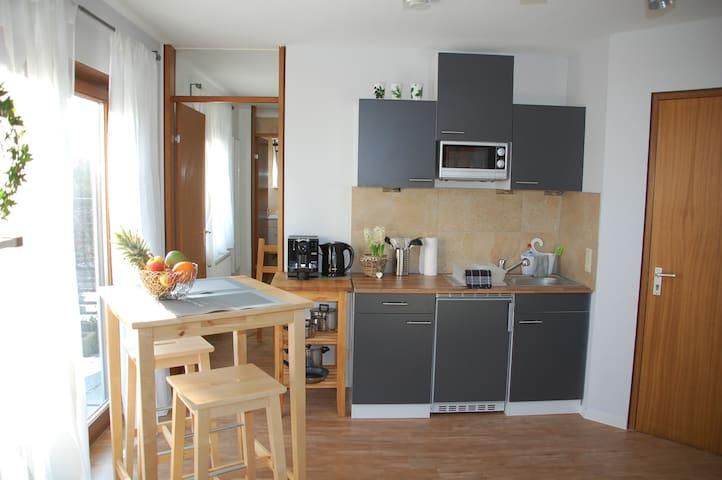 """Green Room"" nahe Messe, S-Bahn und Flughafen! - Leinfelden-Echterdingen - House"
