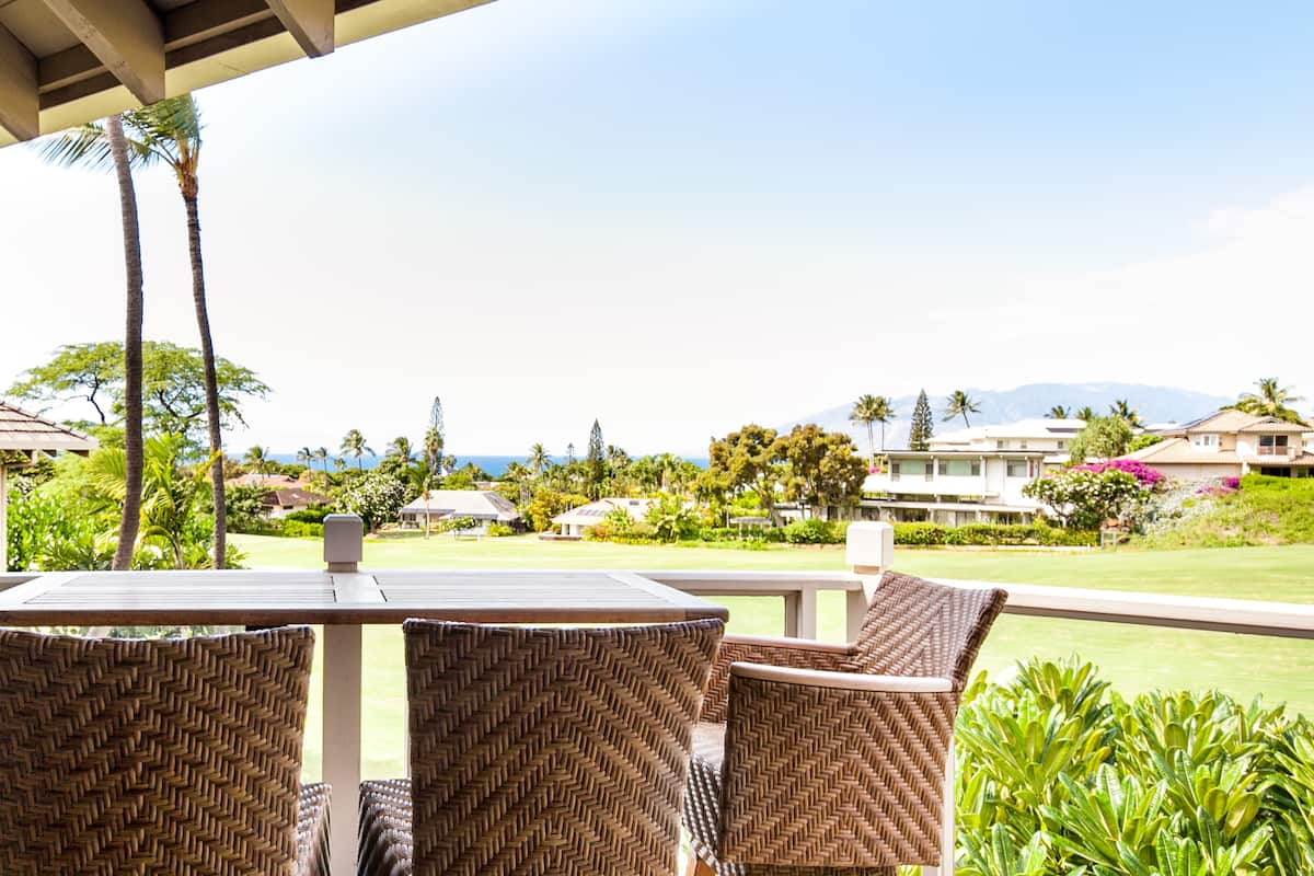 Stay at a Prestigious Tropical Resort near the Beach