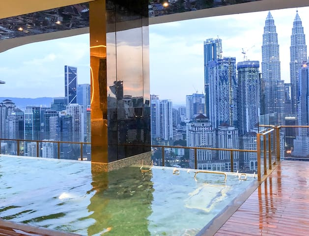 Apt with Pool view in the heart of Kuala Lumpur