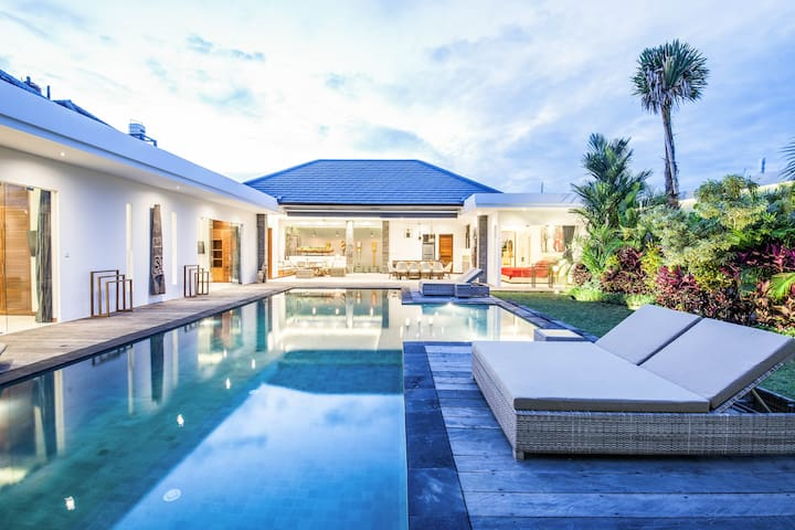 Brand New 4 Bedrooms heart of Seminyak